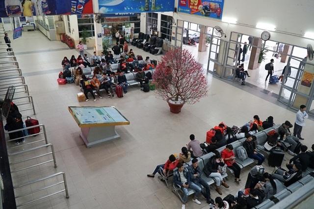 Hà Nội: Nhà xe kêu trời vì cận Tết vẫn vắng khách - 6