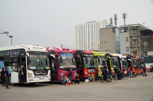 Hà Nội: Nhà xe kêu trời vì cận Tết vẫn vắng khách - 9
