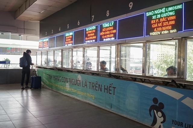 Hà Nội: Nhà xe kêu trời vì cận Tết vẫn vắng khách - 10