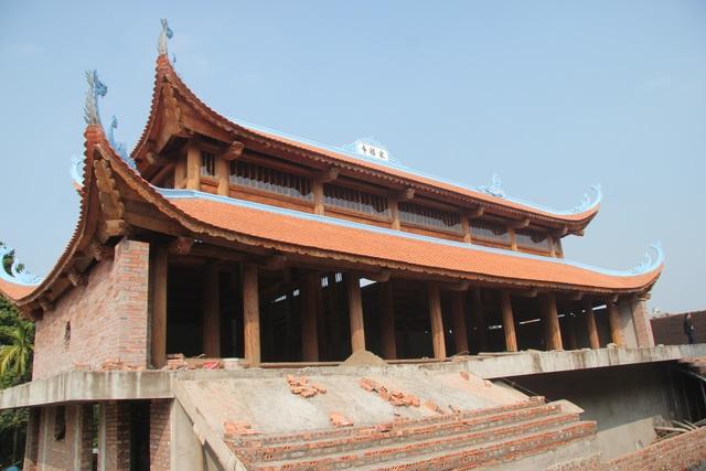 """Ngôi chùa bề thế được xây dựng từ tiền bán... nhánh """"cây sưa trăm tỷ"""" - 1"""
