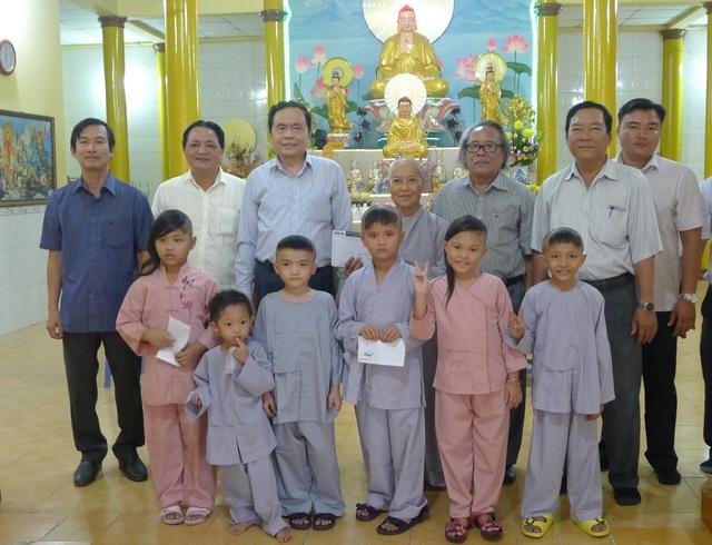 Chủ tịch MTTQ Việt Nam Trần Thanh Mẫn đến thăm các bé họ Nhân ở Cần Thơ - 6