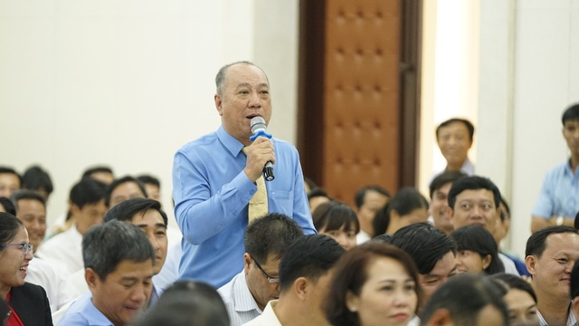 Chủ tịch TPHCM đặt hàng giải pháp quản lý người nước ngoài  - 2