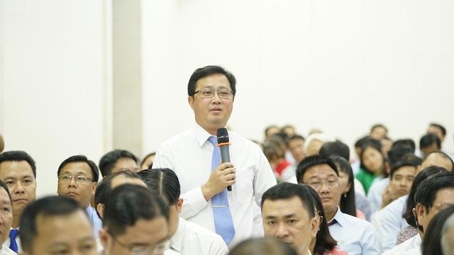 Chủ tịch TPHCM đặt hàng giải pháp quản lý người nước ngoài  - 3