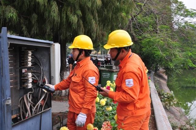 Hà Nội: Tăng cường đảm bảo điện phục vụ Tết 2019 - 1