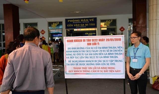 Hàng trăm hành khách được vận chuyển bằng ô tô sau sự cố tàu trật bánh - 2