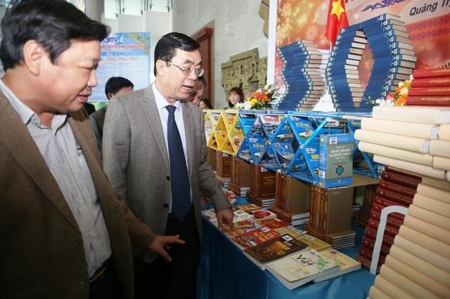 Gần 1.000 ấn phẩm - món quà của người làm báo góp mặt tại Hội báo Xuân - 2