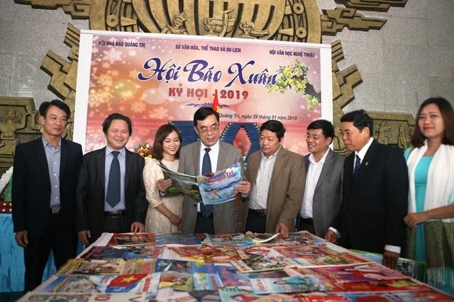 Gần 1.000 ấn phẩm - món quà của người làm báo góp mặt tại Hội báo Xuân - 1