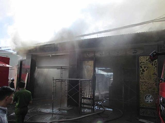 Nghi án mang xăng đến đốt nhà khiến 1 người tử vong - 1