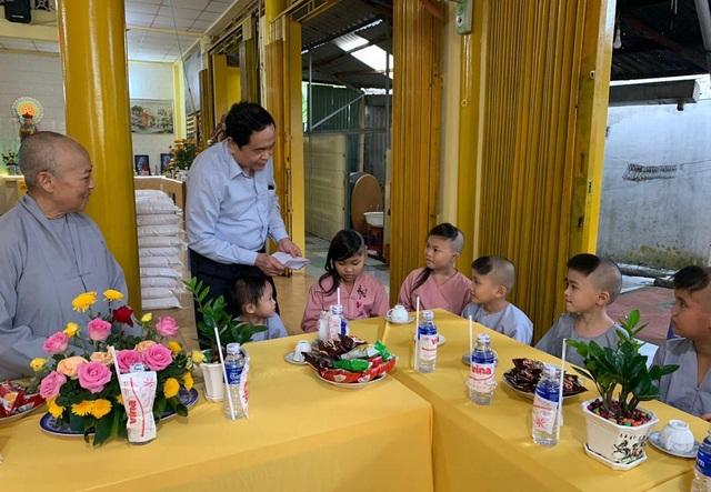 Chủ tịch MTTQ Việt Nam Trần Thanh Mẫn đến thăm các bé họ Nhân ở Cần Thơ - 3