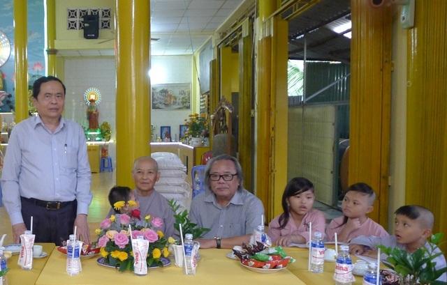 Chủ tịch MTTQ Việt Nam Trần Thanh Mẫn đến thăm các bé họ Nhân ở Cần Thơ - 5