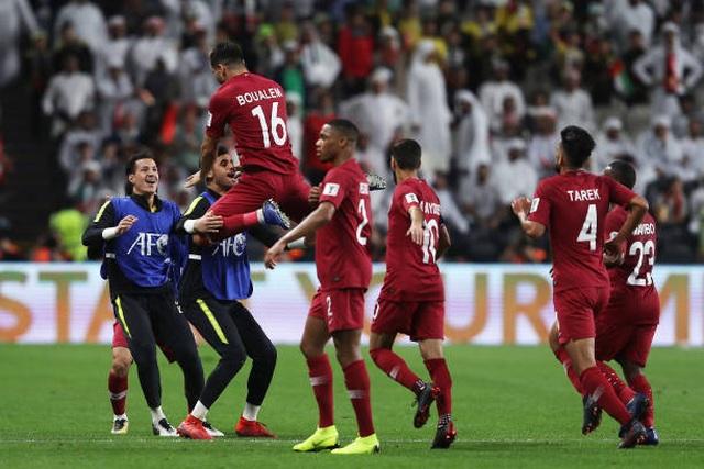 Đại thắng 4-0 trước chủ nhà UAE, Qatar lọt vào chung kết gặp Nhật Bản - 8
