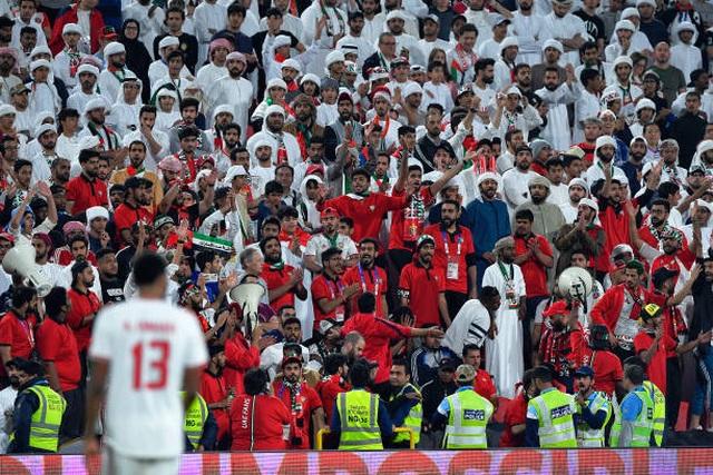 Đại thắng 4-0 trước chủ nhà UAE, Qatar lọt vào chung kết gặp Nhật Bản - 2
