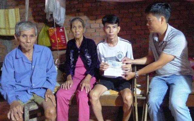 """Bạn đọc hỗ trợ """"nóng"""" 5 triệu đồng giúp anh Trần Văn Trình có cái tết đầm ấm - 2"""