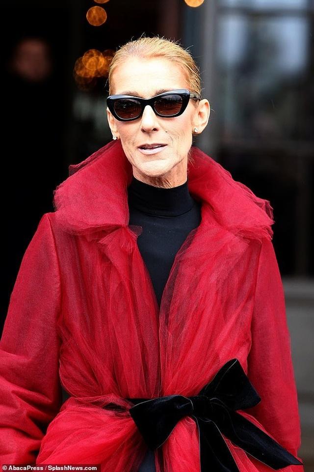 Celine Dion liên tục gây ấn tượng với thời trang khác lạ - 9