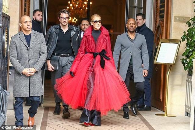 Celine Dion liên tục gây ấn tượng với thời trang khác lạ - 12
