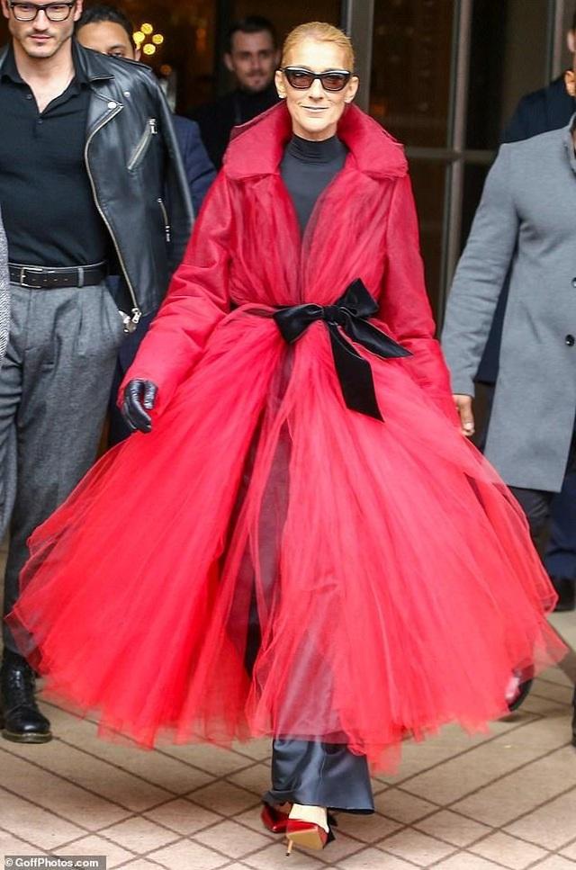 Celine Dion liên tục gây ấn tượng với thời trang khác lạ - 13