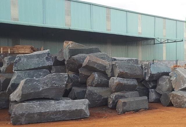 """Đá quý """"núp bóng"""" đá xây dựng đi trái phép từ mỏ đến nhà máy tại Đắk Nông! - 5"""