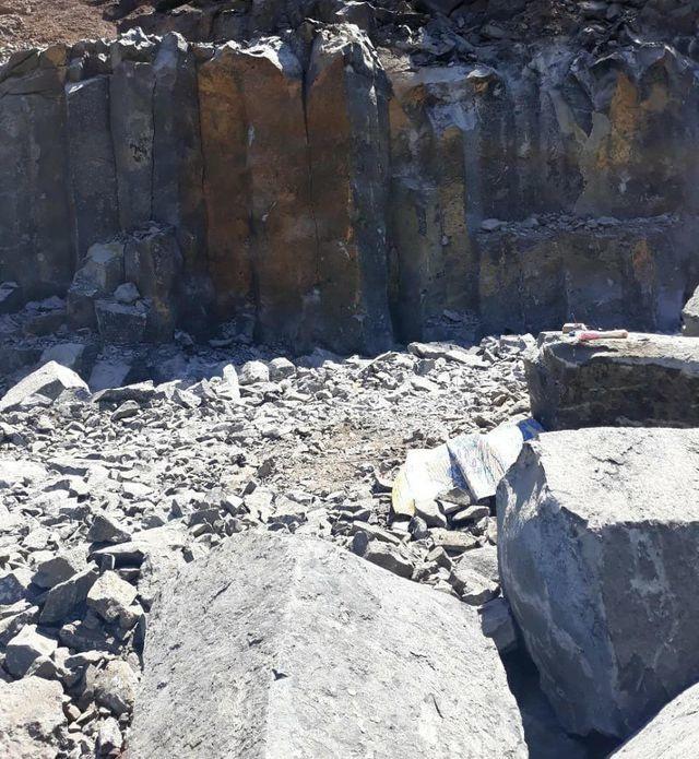 """Đá quý """"núp bóng"""" đá xây dựng đi trái phép từ mỏ đến nhà máy tại Đắk Nông! - 4"""