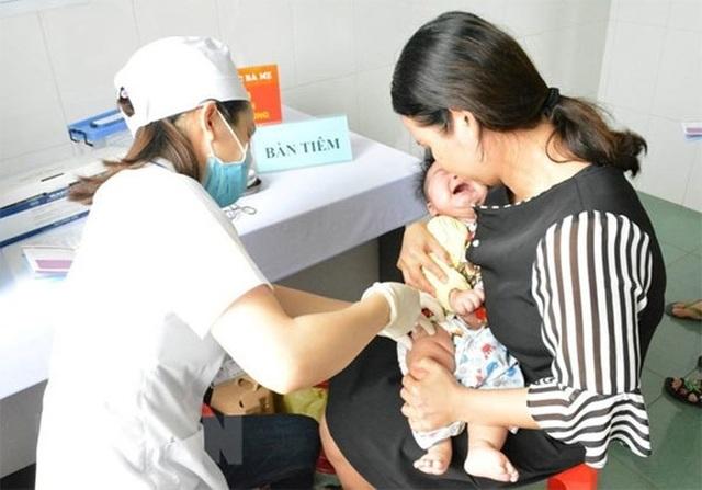 Tiêm vắc xin Combe Five hơn 200 trẻ miền Tây nhập viện theo dõi - 2