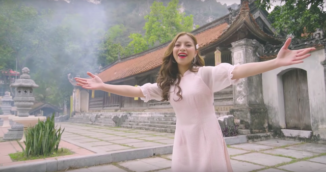 """Bạn gái cầu thủ Quang Hải đóng hài tết cùng dàn diễn viên """"Quỳnh búp bê"""" - 2"""