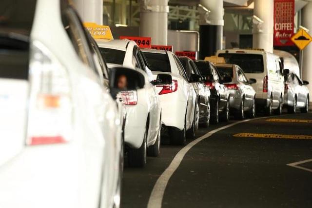 """Lên nhầm """"taxi chặt chém"""", phải trả gần 15 triệu đồng cho quãng đường 500m - 1"""