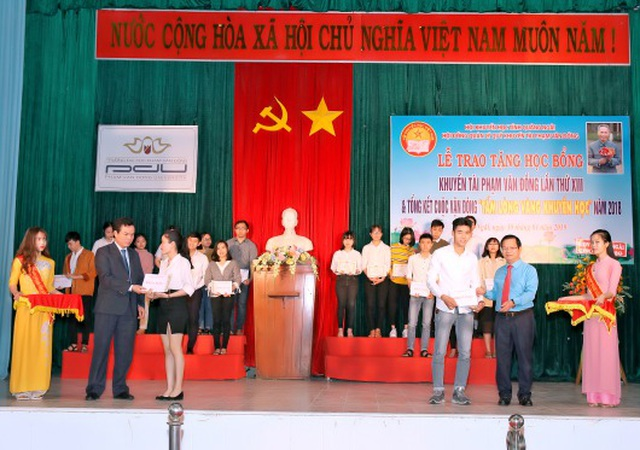 Quảng Ngãi: Trao học bổng khuyến tài Phạm Văn Đồng đến 278 sinh viên - 1