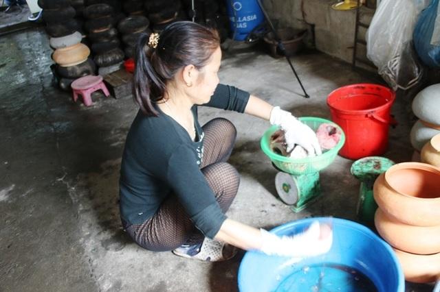 Hà Nam: Cận Tết, người kho cá thuê Đại Hoàng kiếm tiền triệu/ngày  - 2