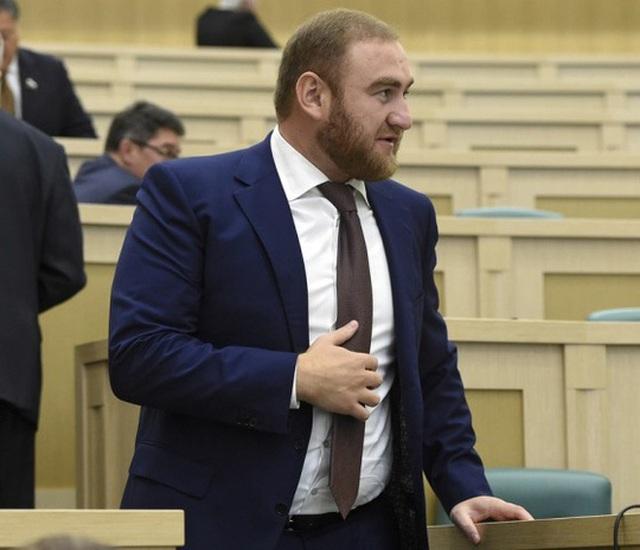 Tình nghi dàn dựng giết người, nghị sĩ Nga bị bắt tại Quốc hội - 1