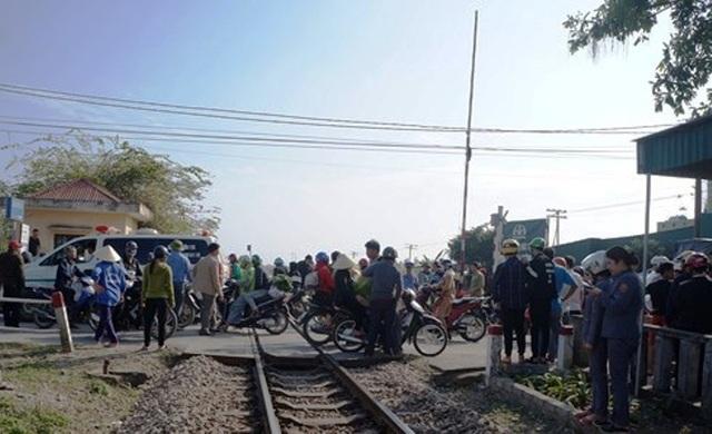 Vụ tai nạn khiến Quốc lộ 7B đoạn qua địa bàn bị ách tắc.