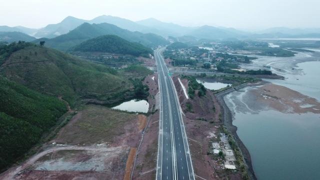 Hôm nay chính thức khai thác cao tốc 12.000 tỷ Hạ Long - Vân Đồn - 1
