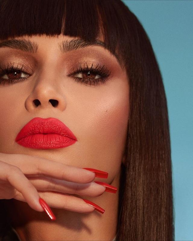 Kim Kardashian gợi cảm với son đỏ - 7