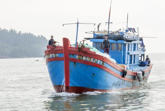 Quảng Ngãi: Ngư dân đảo tiền tiêu hối hả vào bờ đón Tết Nguyên đán - 1