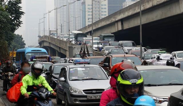Đường phố Hà Nội ùn tắc kinh hoàng trong ngày 27 Tết - 9