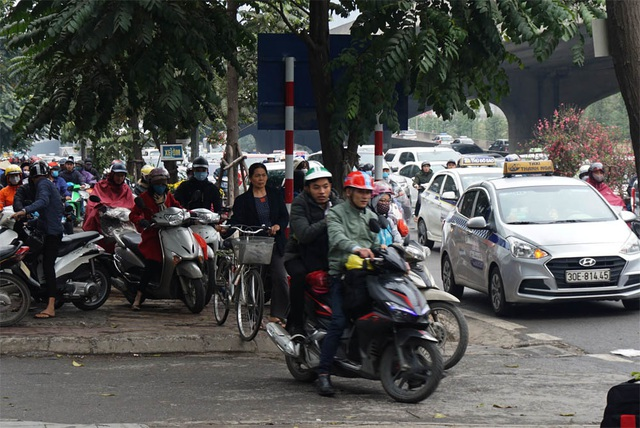 Đường phố Hà Nội ùn tắc kinh hoàng trong ngày 27 Tết - 7