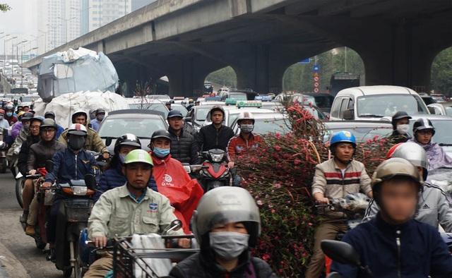 Đường phố Hà Nội ùn tắc kinh hoàng trong ngày 27 Tết - 8