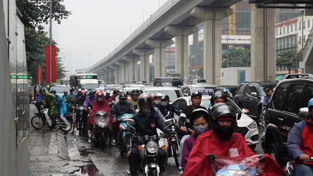 Đường phố Hà Nội ùn tắc kinh hoàng trong ngày 27 Tết - 6