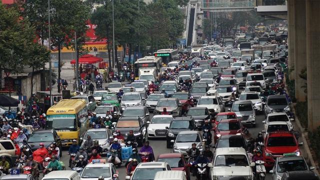 Đường phố Hà Nội ùn tắc kinh hoàng trong ngày 27 Tết - 1