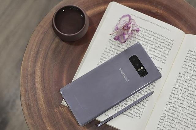 Top 10 smartphone đang hút khách ngày Tết - 4