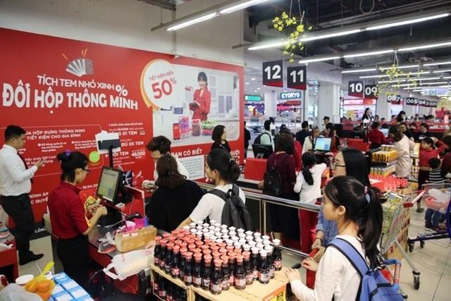 Người dân tấp nập vào siêu thị sắm Tết  - 10
