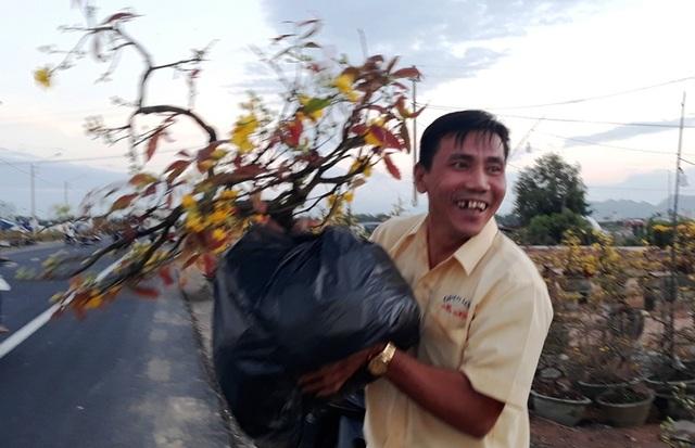 Chưa đến Tết, người trồng mai đã đưa mai về vườn… cất! - 7