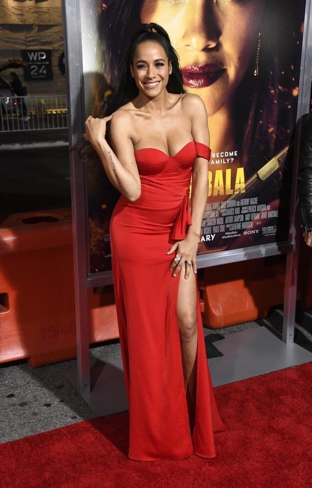 Dania Ramirez khoe ngực căng tròn  - 6