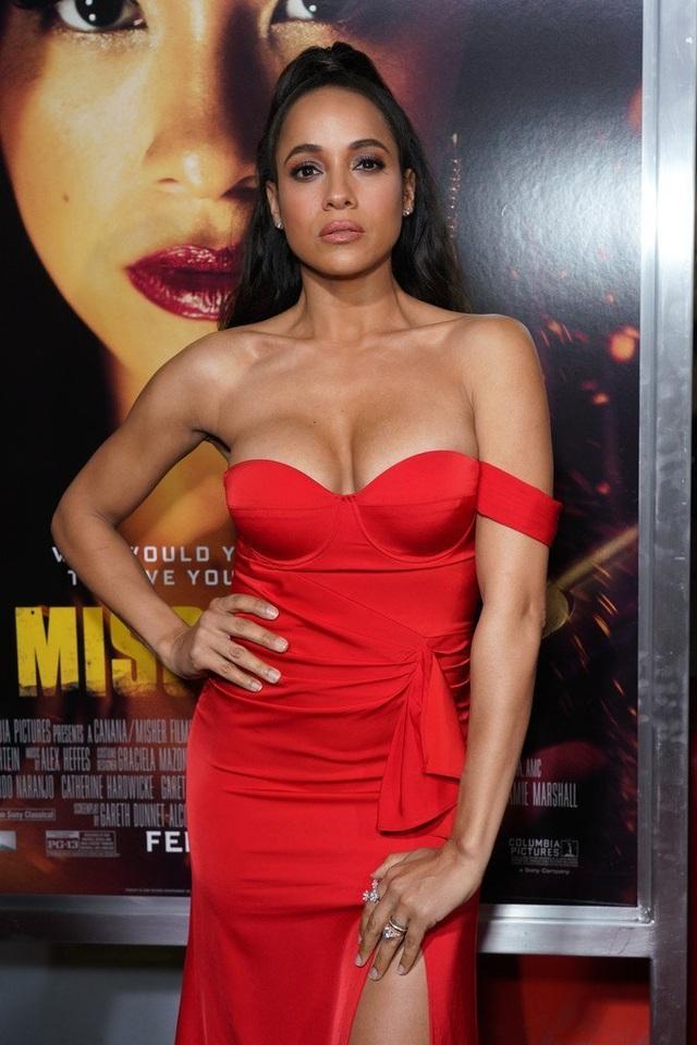 Dania Ramirez khoe ngực căng tròn  - 5