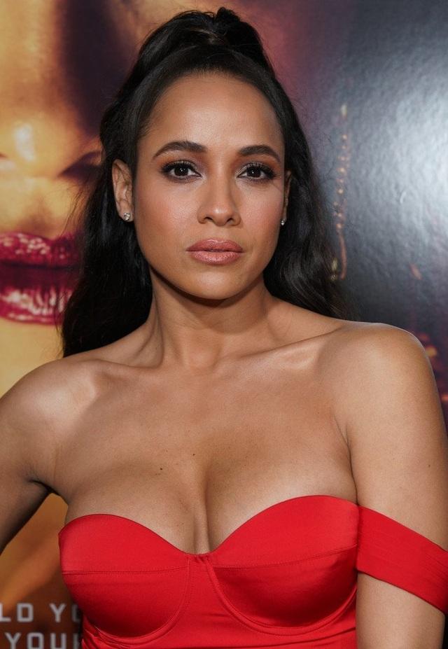 Dania Ramirez khoe ngực căng tròn  - 1