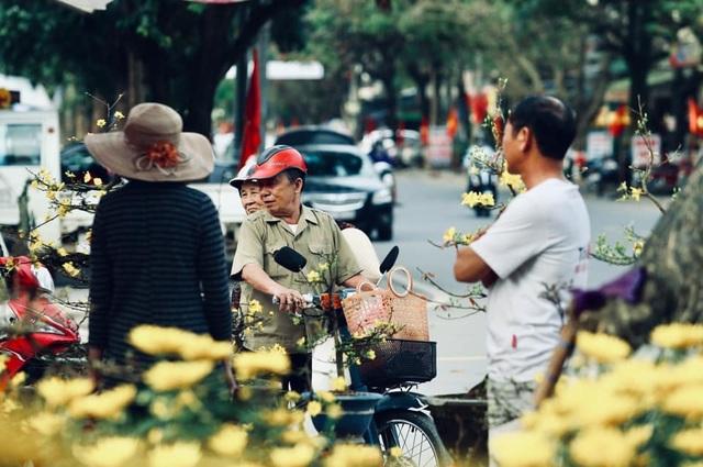 Người dân Quảng Trị hối hả mang hương Tết về nhà - 2