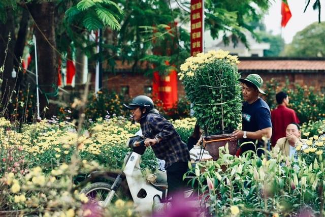 Người dân Quảng Trị hối hả mang hương Tết về nhà - 3