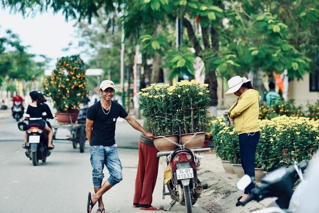 Người dân Quảng Trị hối hả mang hương Tết về nhà - 5