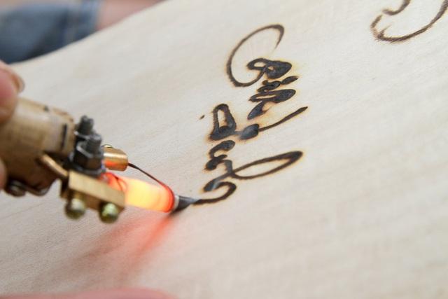 Độc đáo thư pháp bút lửa ở Hà Nội - 7