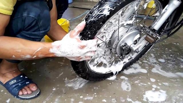 """Tiệm rửa xe """"hốt bạc dịp cận Tết, mỗi ngày """"bỏ túi"""" 5 triệu đồng - 2"""