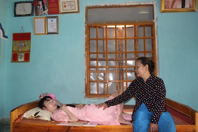 Bị bại liệt, cô gái trẻ vẫn cho ra đời 3 tập thơ được nhiều người đón đọc - 2