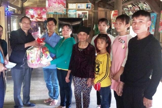 Nữ công nhân òa khóc ôm mẹ sau 16 năm mới về quê đón Tết - 5